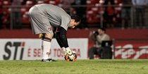 Falhas nas penalidades custam quatro pontos e zona de rebaixamento ao São Paulo